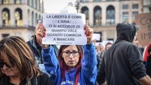 No Green pass, a Milano migliaia di persone in corteo