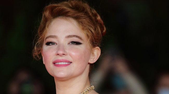 """Festa del Cinema di Roma, la bellezza diHaley Bennettprotagonista sul red carpet di """"Cyrano"""""""