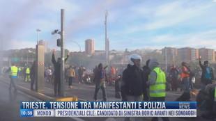 Breaking News delle 11.00 | Trieste, tensione tra manifestanti e polizia