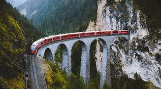 La Svizzera si scopre in ferrovia con il Trenino Rosso del Bernina e il Trenino Verde delle Alpi