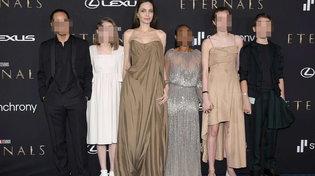 """Angelina Jolie e la sua tribù di figli alla prima di """"Eternals"""""""