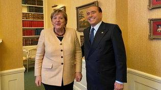"""Ue, Berlusconi: """"Bene l'incontro con Merkel, le è piaciuto il mio regalo"""""""