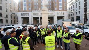 I tassisti si fermano, cortei di protesta a Roma e a Milano