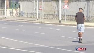 Velocità e sosta sui marciapiedi: stretta sui monopattini