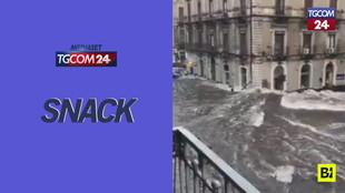 Alluvione a Catania, le strade si trasformano in un fiume in piena