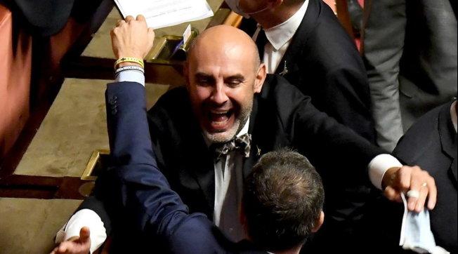 Stop al ddl Zan: il senatore Pillon esulta dopo l'esito del voto