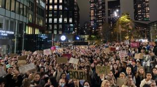 """Gb, la protesta delle donne contro """"spiking"""" e stupri nelle discoteche"""