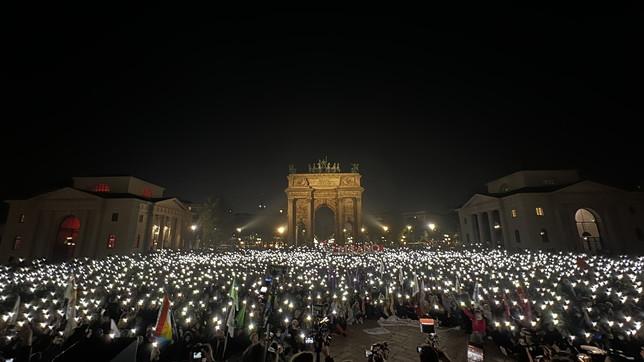 Milano, in migliaia contro la bocciatura del ddl Zan