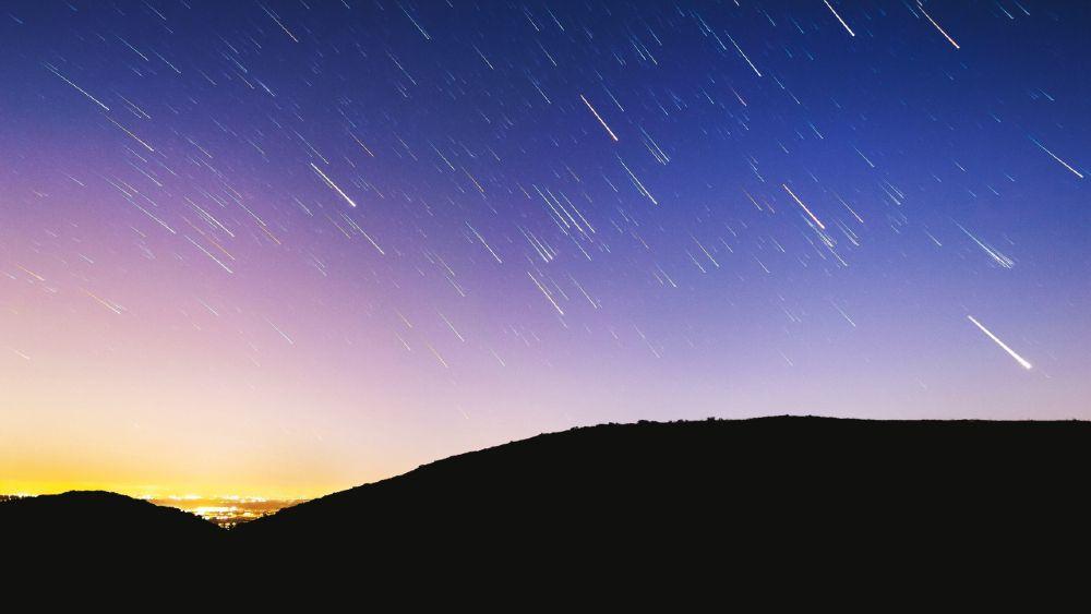 Quello che c'è da sapere sugli Ursidi, l'ultimo sciame di stelle cadenti del 2020